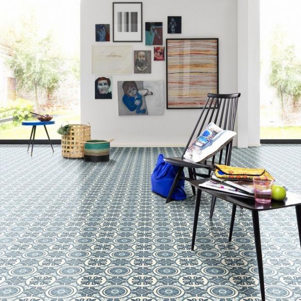 Błękit na podłodze - zobacz modne wzory wykładzin i dywanów