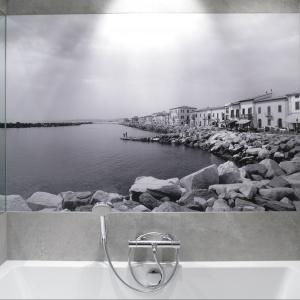 Fototapeta w łazience. Projekt: Lucyna Kołodziejska. Fot. Bartosz Jarosz