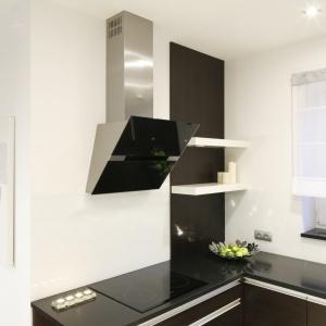 Okap w kuchni. Projekt: Magdalena Biały. Fot. Bartosz Jarosz
