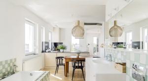 Nowoczesny apartament w Poznaniu z widokiem na las, który powstał z połączenia dwóch mieszkań.