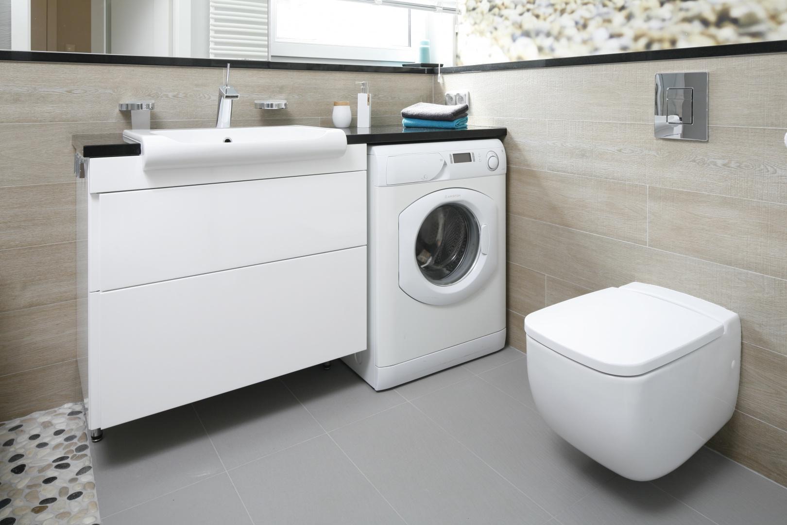 Bardzo mała łazienka. Projekt: Joanna Morkowska-Saj. Fot. Bartosz Jarosz