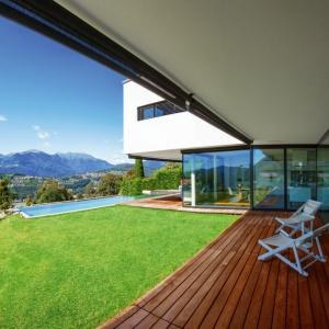 Deska tarasowa DLH to idealny sposób na trwały balkon. Fot. DLH.