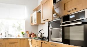 Mała, duża, otwarta lub zamknięta. Kuchnie są różne, ale zawsze muszą być wielofunkcyjne. Planując zabudowę, podzielmy ją na pięć stref: przechowywania, przygotowania, zapasów, gotowania i pieczenia, zmywania.