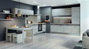 Funkcję przechowywania w nowoczesnej kuchni coraz częściej przejmują szuflady, które w zależności od przeznaczenia mogą mieć różną wysokość. Ten atut wykorzystała firma KAM w najnowszym systemie mebli kuchennych KAMduo ML.