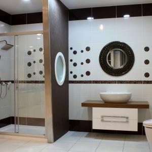 Nowoczesna łazienka. Deszczownia florina. Fot. Invena