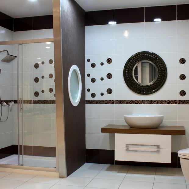 Nowoczesny prysznic: deszczownie w kształcie kwadratu