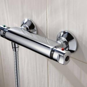 Oszczędzanie wody w łazience. Bateria termostatyczna. Fot. Grupa Armatura