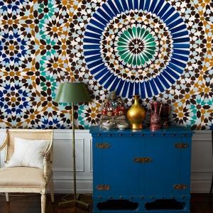 Pomysł na ścianę w salonie. Fot. Pixers