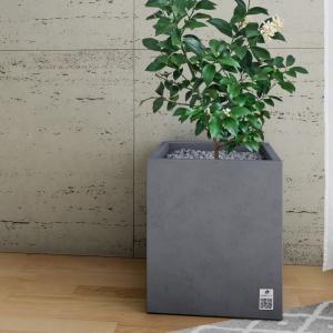 Betonowe donice to rozwiązanie idealne dla nowoczesnych wnętrz. Użyte w salonie, na tarasie, w przedpokoju, przed drzwiami wejściowymi czy w ogrodzie zmienią każdą przestrzeń w wyjątkową.
