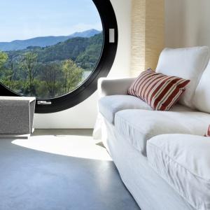 Betonowe meble najlepiej sprawdzają się we wnętrzach nowoczesnych i minimalistycznych. Umiejętnie zastosowane stają się designerskim konkurentem dla mebli wykonanych z drewna, metalu czy szkła. Na zdjęciu: stołek Focus, Modern Line