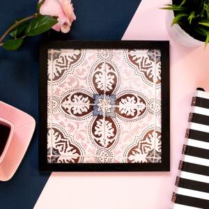 Kolekcja pięciu plakatów Sun Patterns, stworzonych z myślą o kobietach poszukujących niecodziennych rozwiązań dekoracyjnych do swoich domów. Fot.  Katarzyna Łuka