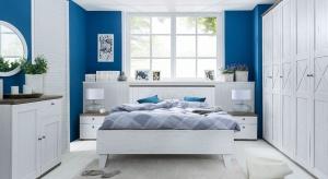 Białe meble w sypialni wcale nie muszą oznaczać nudy i chłodu. Właśnie w takiej tonacji powstała, utrzymana w modnym skandynawskim stylu, nowa kolekcja Stockholm od Black Red White.