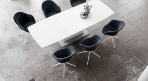 Niewątpliwie piękny, prostokątny stół Milano doda stylu każdej jadalni. Doskonale wyrównane krawędzie stołu podkreślają geometryczną ekspresję, która jest kwintesencją tego produktu.