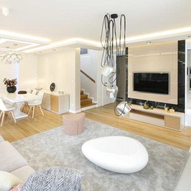 Designerskie lampy do salonu - te modele wybierają architekci
