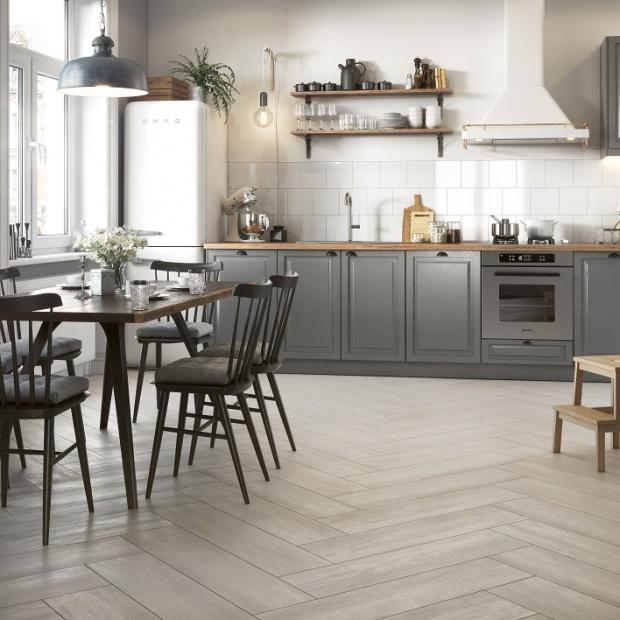 Materiały na podłogi: płytki jak drewno