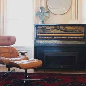 Elegancki minimalizm w stylu retro. Fot. Franc Gardiner