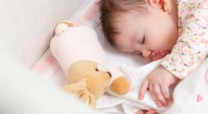 Wybór materaca dla nowonarodzonego dziecka to wyzwanie. Waga malucha będzie się zmieniać, podobnie jak jego wzrost i poziom aktywności. Na rynku dostępne są materace o różnej wielkości, grubości i wykonane z rozmaitych tworzyw. Jaki wybrać?