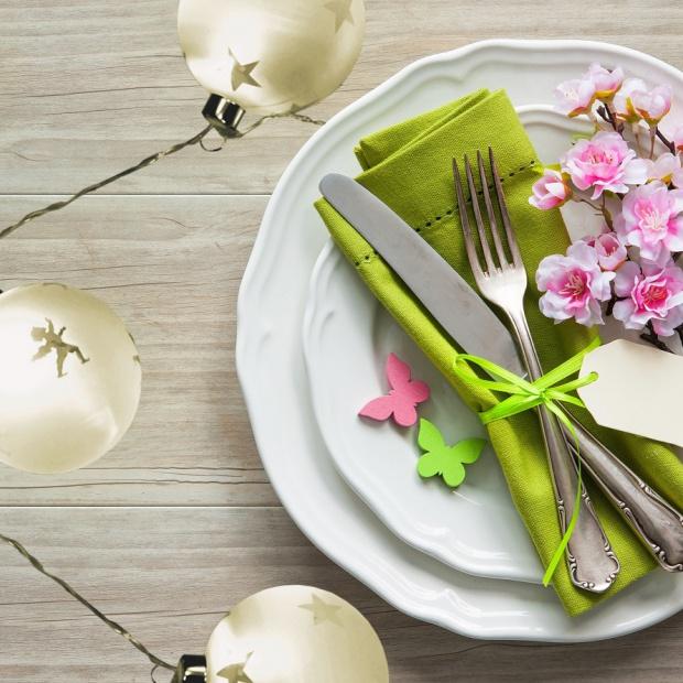 Wielkanocny stół: pomysły na świetlne aranżacje