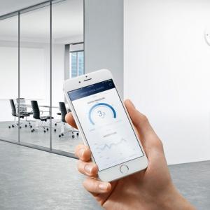 System można obsługiwać za pomocą aplikacji GROHE ONDUS na smartfony. Fot. Grohe