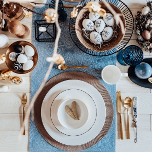 Witaj wiosno! Dekoracje stołów z wielkanocnymi akcentami. Fot. DUKA