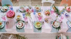 <br />Delikatne róże, błękity czy zielenie to barwy wprost stworzone do wiosennych stylizacji. Pastele można łączyć ze sobą dowolnie, np.tworząc cukierkowe aranżacje, bo na wiosnę nawet najbardziej słodkie połączenia są dozwolone!