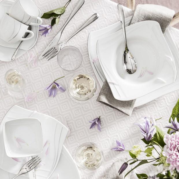 Wielkanocny stół: piękna biała porcelana
