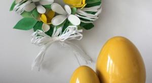 Jajka to produkt, który króluje na wielkanocnym stole. Dlatego w naszej kuchni pozostaje po nich … wiele kartonowych opakowań. Podpowiadamy jak stworzyć z nich estetyczną dekorację – na Wielkanoc, ale nie tylko!