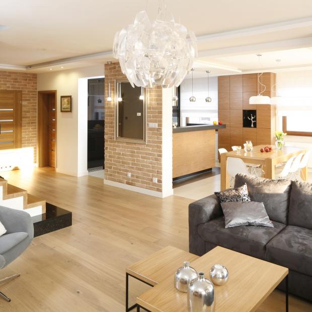 Nowoczesny dom dla rodziny: jasne i przytulne wnętrze