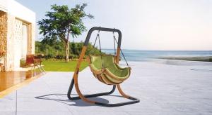 Fotele, sofy, leżaki, hamaki. To dzięki nim wypoczynek na tarasie czy balkonie stanie się prawdziwą przyjemnością. Warto już dziś sprawdzić jakie produkty dostępne są w ofercie producentów.