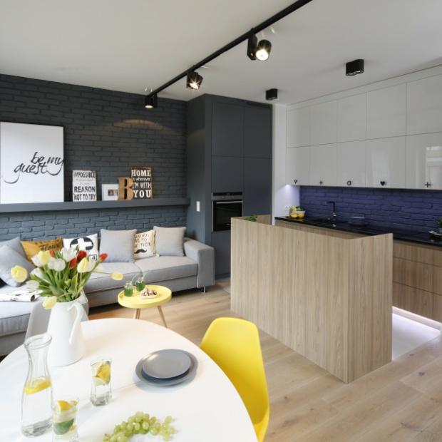 Kuchnia otwarta na salon: przykłady z polskich domów