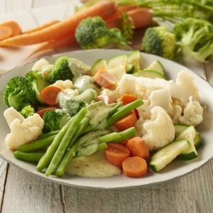 Warzywa z sosem holenderskim. Fot. Knorr