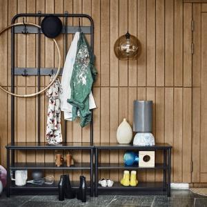 Wieszak z półkami na buty - 299 zł. Fot. IKEA