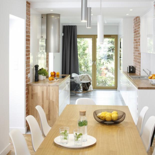 20 pomysłów projektantów na cegłę w kuchni