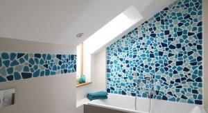 Urządzenie łazienki na poddaszu to zadanie, które wymagadobrego projektu i przygotowania. Zobaczcie jak ze skosami poradzili sobie polscy architekci.