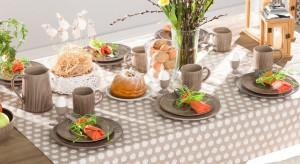 Święta tuż, tuż... To oznacza, że coraz bliżej do wielkanocnego śniadania. W jego trakcie warto zachwycić swoich gości pięknie ustrojonym stołem. Przygotowaliśmy propozycje 10 dodatków, które przemienią codzienny stół w prawdziwie wielkan