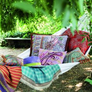 Aranżacja sypialni: tkaniny i dekoracje. Fot. Etro Hom/Mood Design