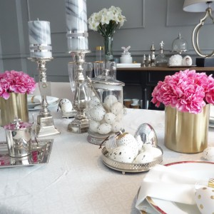 Pomysł na dekorację świątecznego stołu. Fot. Mint Grey