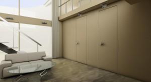 Drzwi i ściana tworzące we wnętrzu jednolitą płaszczyznę – takie rozwiązanie wygląda bardzo efektownie, a przy tym jest praktyczne i ponadczasowe. Nie musi być też kosztowne.