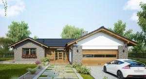Piękny parterowy dom o wdzięcznej nazwie Dakota, zaprojektowano z wyjątkową dbałością o każdy szczegół. Ten pełen wdzięku dom o powierzchni ponad 140 m2 to propozycja skierowana do rodzin ceniących niebanalny wygląd i funkcjonalne rozwiązan