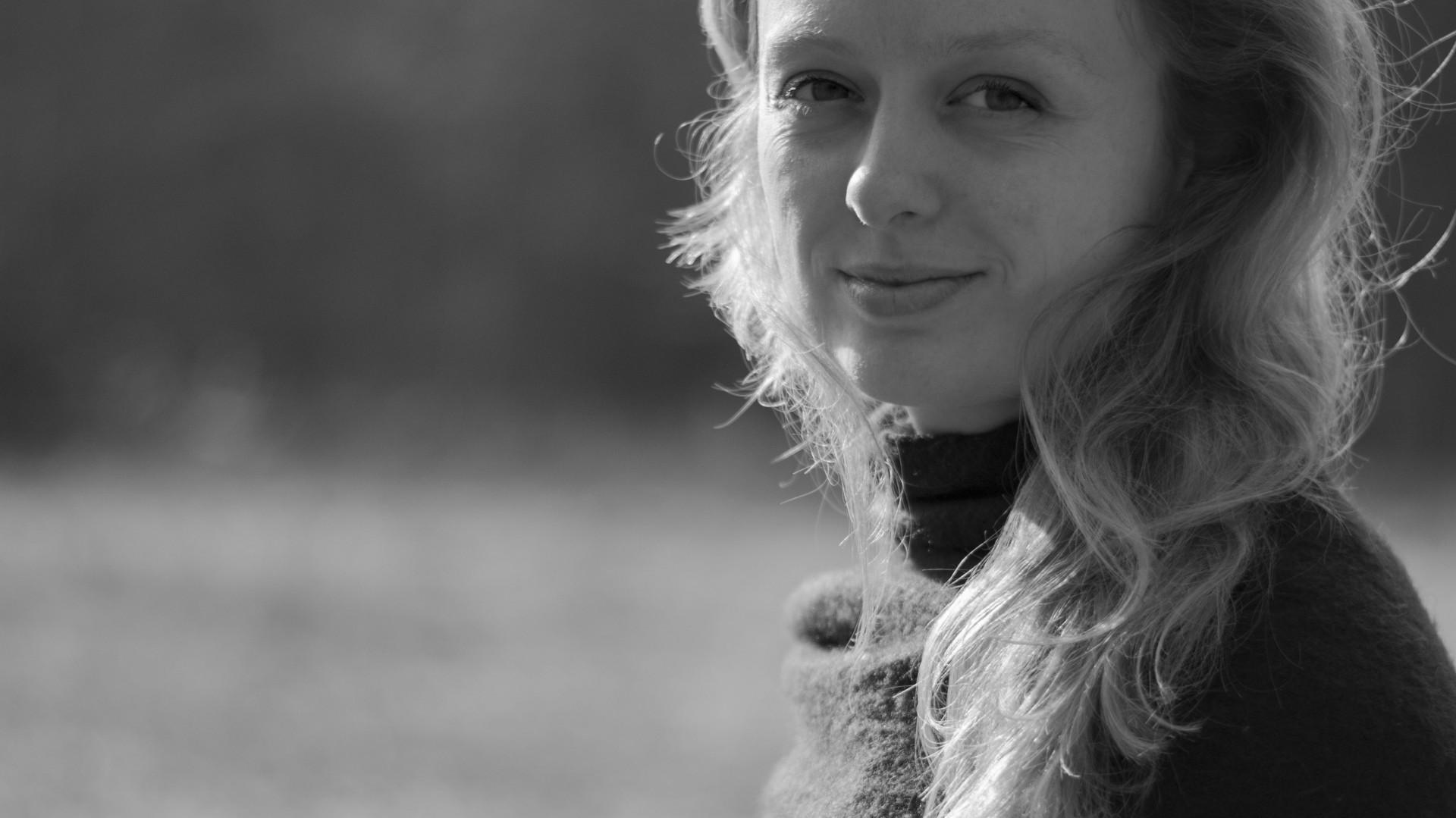 """Izabela Bołoz - projektantka, kuratorka, promotorka polskiego designu, autorkę licznych prac z pogranicza architektury, sztuki i wzornictwa. Wzięła udział w panelu inauguracyjnym pod hasłem """"Elitarny czy masowy? Jaki jest design"""" podczas IV edycji Forum Dobrego Designu 7 grudnia 2016 r."""