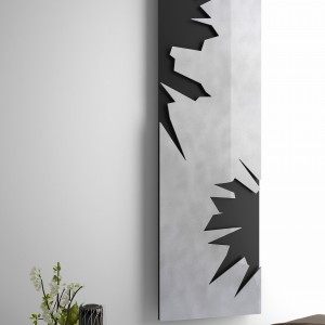 Dekoracyjny grzejnik Quilt swoim wyglądem nawiązuje do... pikowanej kołdry. Trójwymiarową powierzchnię tonuje prosty, minimalistyczny kształt produktu. Dostępny w dwóch wykończeniach: mirror shine steel (połyskującej niczym lustro stali) oraz shiny black steel (połyskującej czarnej stali). Do grzejnika można dołączyć praktyczny wieszak na ręczniki, zamontowany na dowolnej wysokości. Projekt: Peter Jamieson. Fot. Deltacolor