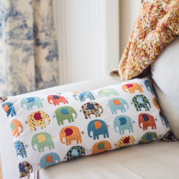 Wiosenna metamorfoza salonu: wybierz poduszki dekoracyjne