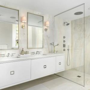 Jedna z sześciu łazienek. Projekt: Linc Thelen Design. Fot. Jim Tschetter
