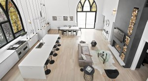 Budynek dawnego kościoła w Chicago po efektownej metamorfozie stał się domem dla rodziny z trójką dzieci. Zobaczcie niezwykłe zdjęciaprzed modernizacją i po niej.