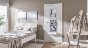 Drzwi wewnętrzne to ważny element, który może zaważyć na oryginalności naszego wnętrza. Zobacz, jakie drzwi nadadzą aranżacji ciekawy styl.