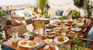 Spotkania przy grillu zamieniają się w prawdziwe ogrodowe przyjęcia! A na ruszcie przygotowujemy coraz bardziej różnorodne dania. Dlatego potrzebne są również dodatkowe naczynia i akcesoria, aby stylowo serwować jeszcze więcej potraw!