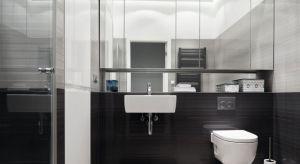 Lustrzane szafki są wręcz stworzone do małych łazienek, co nie oznacza, że tylko tam znajdują zastosowanie. Efektownie podświetlone np. taśmami ledowymi będą również eleganckim urozmaiceniem aranżacji nowoczesnego salonu kąpielowego.