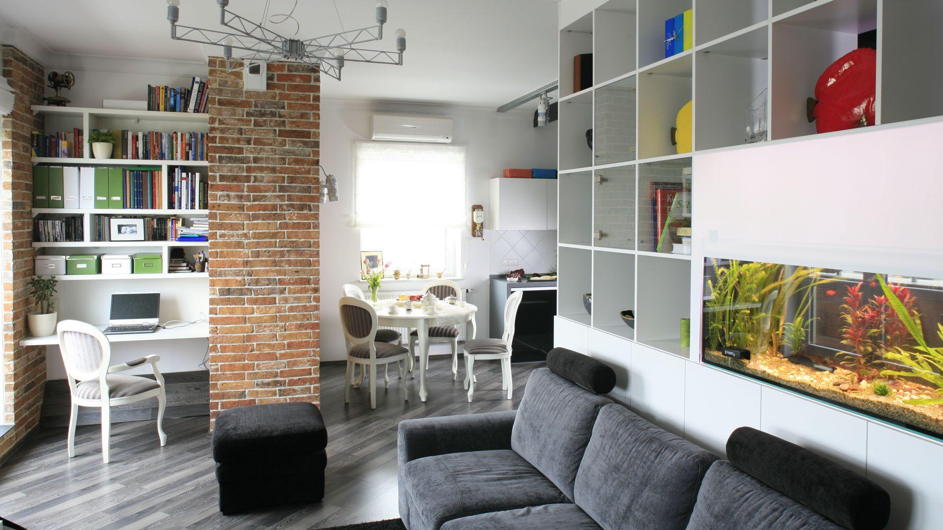 Małe mieszkanie: 5 projektów salonu z aneksem