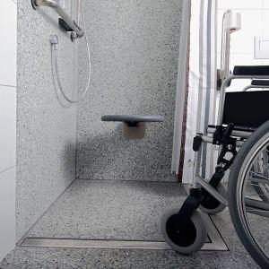 Odwodnienie liniowe znajduje zastosowanie zarówno w małych, jak i w dużych łazienkach. Składa się z rynny, rusztu, syfonu i elementów dodatkowych, a jego głównym zadaniem jest odprowadzanie wody prysznicowej. Fot. TECE