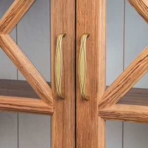 Klasyczny kształt najnowszych produktów z kolekcji Serpente został przełamany subtelnym wzorem na powierzchni, przypominającym cienką wstążkę. Fot. Gamet